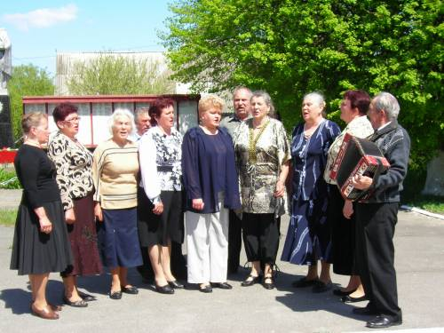 Свята 2011 року 9 травня співає живиця